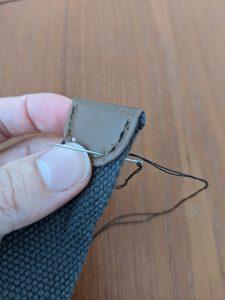 革のやつを縫う